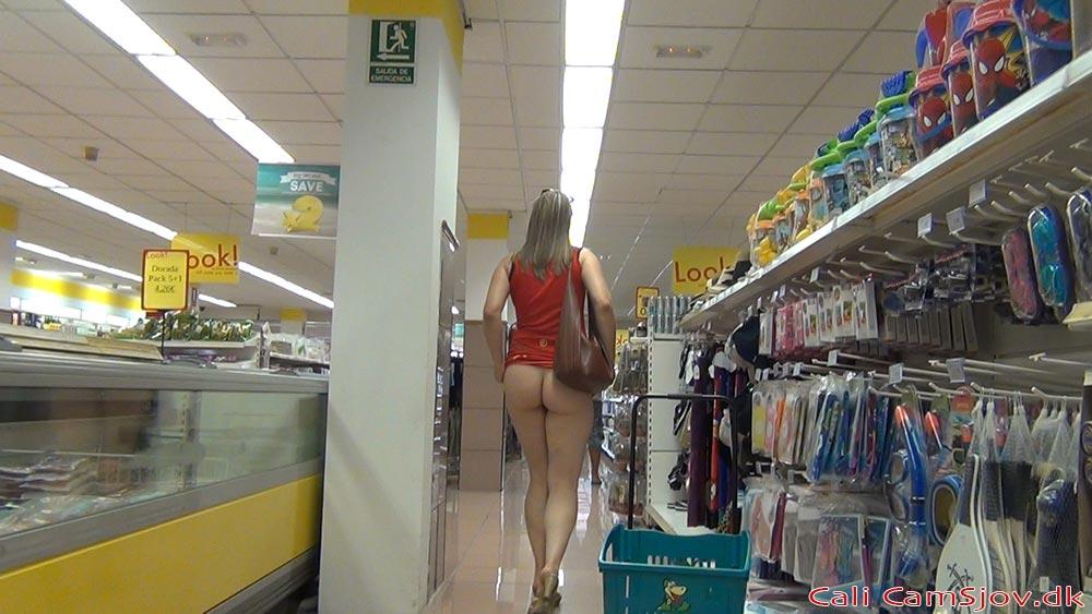 viser røv i supermarkedet